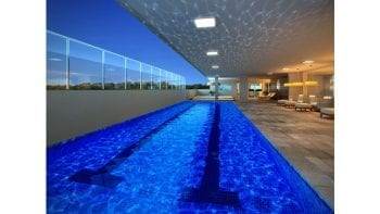 Perspectiva da piscina coberta do Greenville Lumno