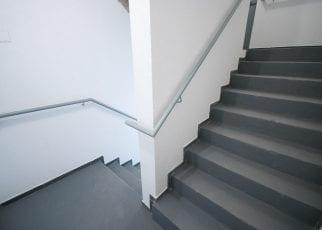 Foto das escadas de emergência