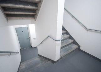 Foto das escadas de serviço