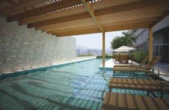 Perspectiva artística da piscina do Mondial Salvador Residence
