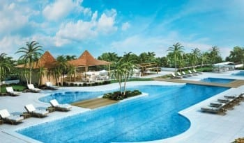 Perspectiva da piscina adulto com raia de 25m do empreendimento.