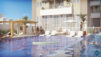 Perspectiva da piscina com raia e deck molhado