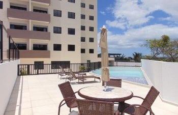 Foto da piscina com deck molhado do Residencial Vista Bella