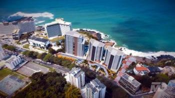 Perspectiva aérea do Undae Ocean e Beach Class Salvador